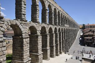 セゴビアのローマ水道橋の写真素材 [FYI04948977]