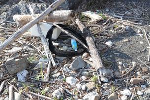 浜辺の廃棄物の写真素材 [FYI04950726]