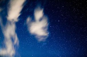 星空と雲の写真素材 [FYI04951412]
