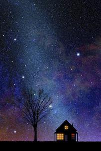 星空と灯のついた家のイラスト素材 [FYI04952224]