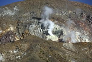 吾妻山 一切経山の噴煙の写真素材 [FYI04952421]