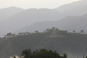 竹田城の夜明けの写真素材 [FYI04952569]