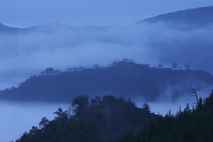 雲海の竹田城の写真素材 [FYI04952603]