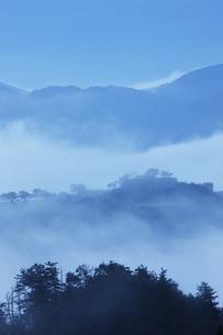 雲海の竹田城の写真素材 [FYI04952606]