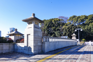 原宿駅前の神宮橋(東京都渋谷区神宮前)の写真素材 [FYI04953066]