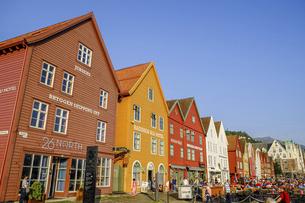 ノルウェー、ベルゲンの世界遺産、カラフルな木造の建物が並ぶブリッゲンの写真素材 [FYI04953322]