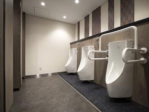 ビルの公衆トイレの写真素材 [FYI04954492]