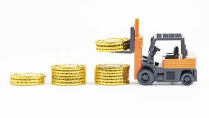 【経済】お金を積み立てるイメージ 投資の写真素材 [FYI04954974]
