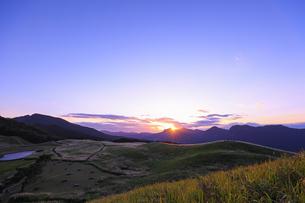 奈良県曽爾高原の夕景の写真素材 [FYI04956075]