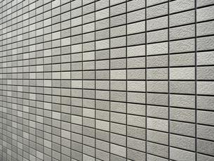 タイルを貼った建物の壁の写真素材 [FYI04956239]