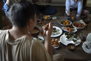 田舎暮らしの食卓の写真素材 [FYI04956263]