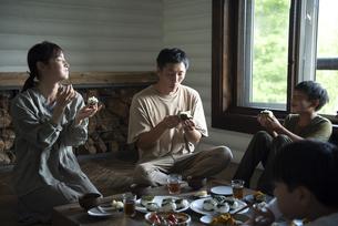 田舎暮らしの食卓の写真素材 [FYI04956313]