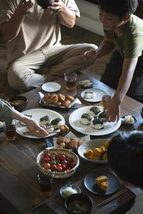 田舎暮らしの食卓の写真素材 [FYI04956315]