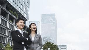 ビジネスをする男女のイメージの写真素材 [FYI04957688]