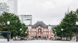 東京駅の駅前の風景(東京・上京・風景)の写真素材 [FYI04957708]