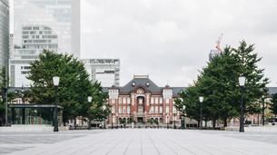 東京駅の駅前の風景(東京・上京・風景)の写真素材 [FYI04957709]