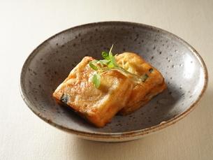 山芋仕立ての豆腐揚げの煮物の写真素材 [FYI04957944]