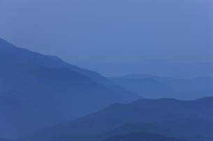 高ボッチから望む夜明けの写真素材 [FYI04958162]