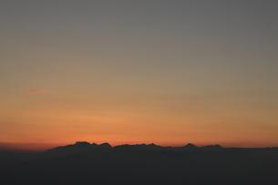 高ボッチから望む北アルプスの夕暮れの写真素材 [FYI04958243]