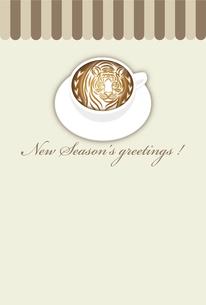 寅年 年賀状テンプレート 白いコーヒーカップにお洒落な寅のラテアート イラストのイラスト素材 [FYI04959182]