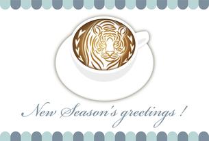 寅年 年賀状テンプレート 白いコーヒーカップにお洒落な寅のラテアート イラストのイラスト素材 [FYI04959183]